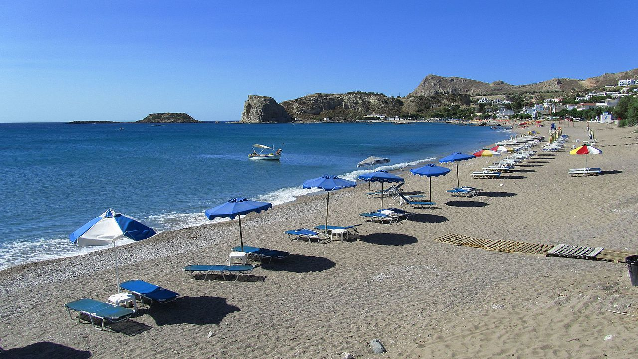 Stegna-Beach_(Beach_of_Arhangelos)_-_panoramio