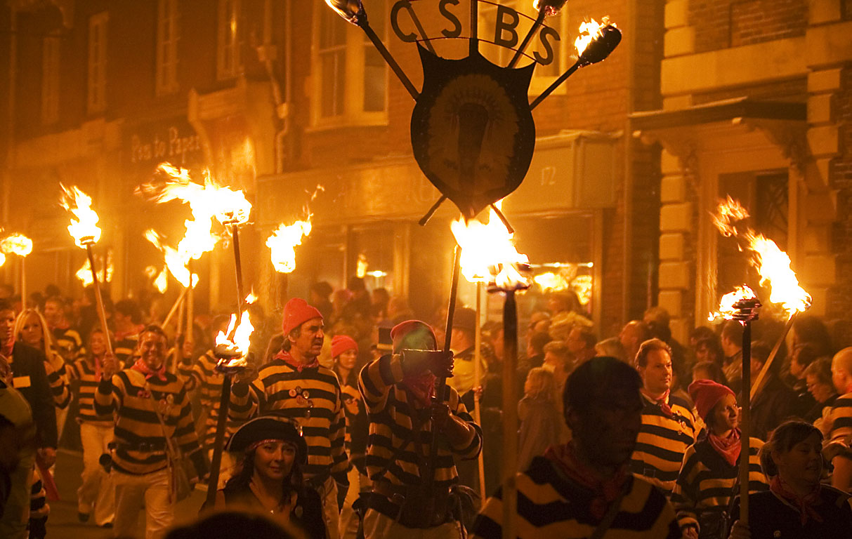 Lewes_Bonfire,_Commercial_Square_Bonfire_Society Guy Fawkes Night