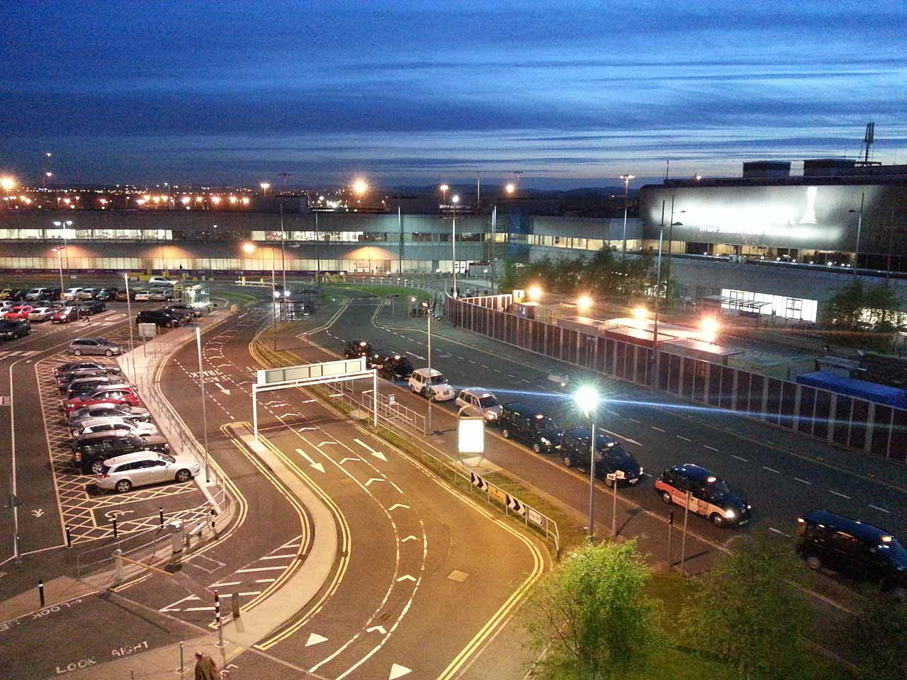 Edinburgh Airport - Taxi rank - Aeroporto Edimburgo