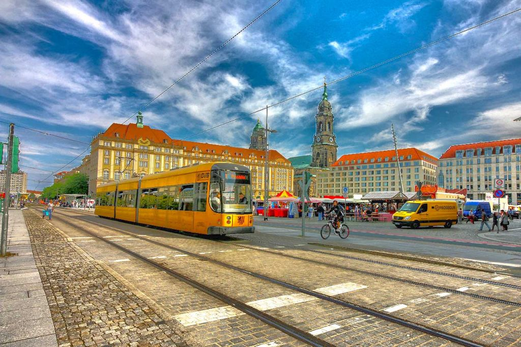 Move to Dresden by tram